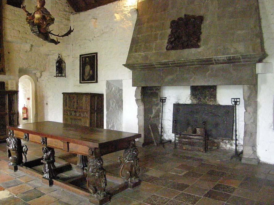 la mesa de la Armada. Doonagore Castle