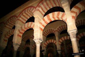 Arcos dobles en la mezquita de Córdoba