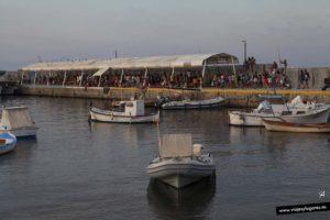 Colas para tomar el barco en la isla de Tabarca hacia Santa Pola