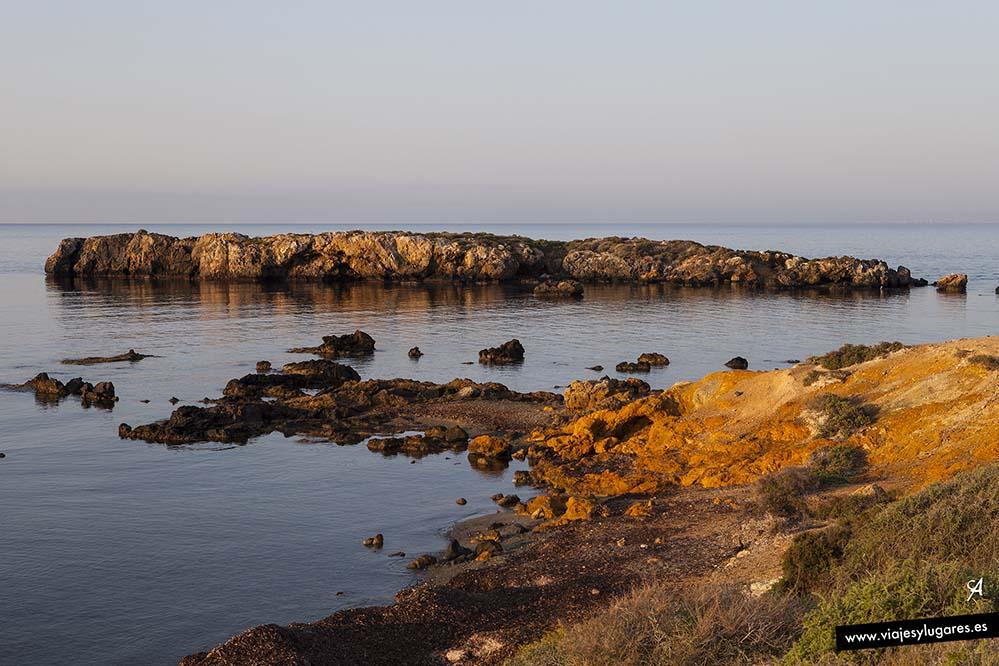 Playas solitarias en Tabarca al amanecer