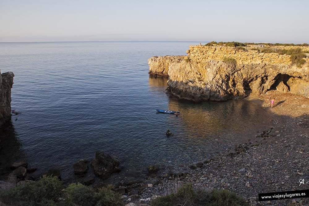 Por la mañana temprano las playas de Tabarca están solitarias