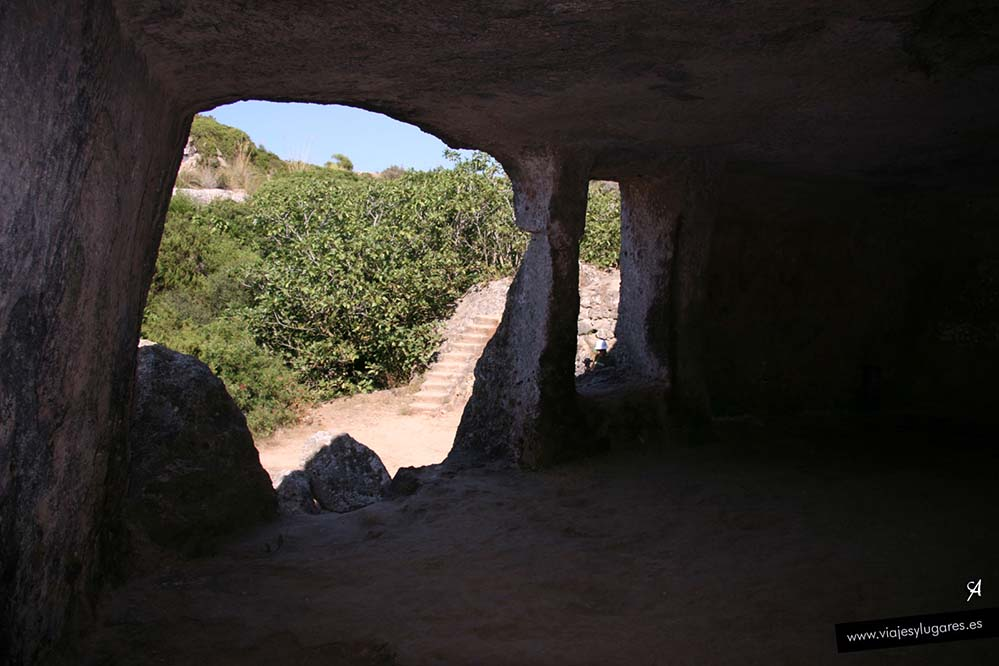 Cala Morell y necrópolis en Menorca