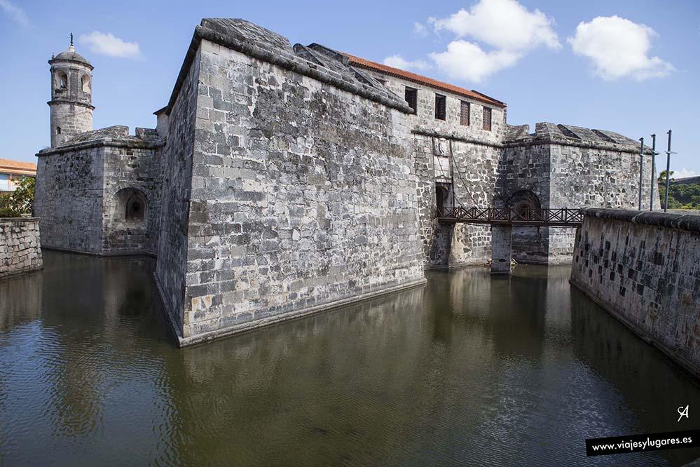 Castillo de la Real Fuerza. Plaza de Armas. Paseando por la Habana Vieja