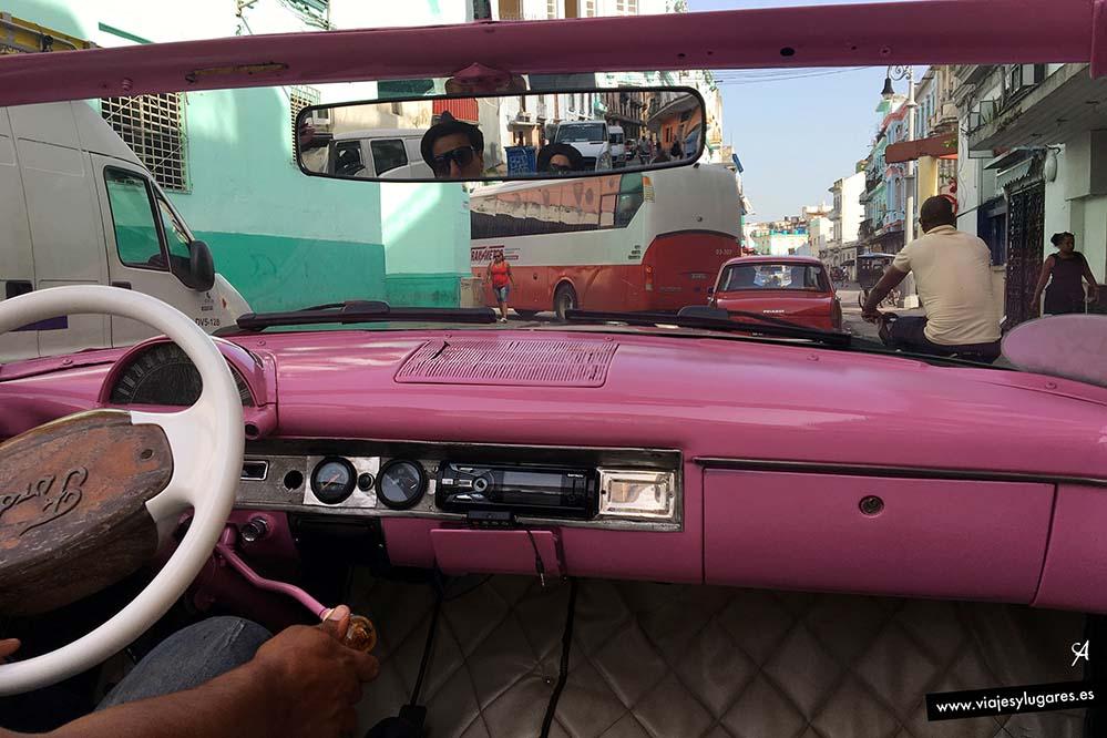 Paseando en un Almendrón por La Habana