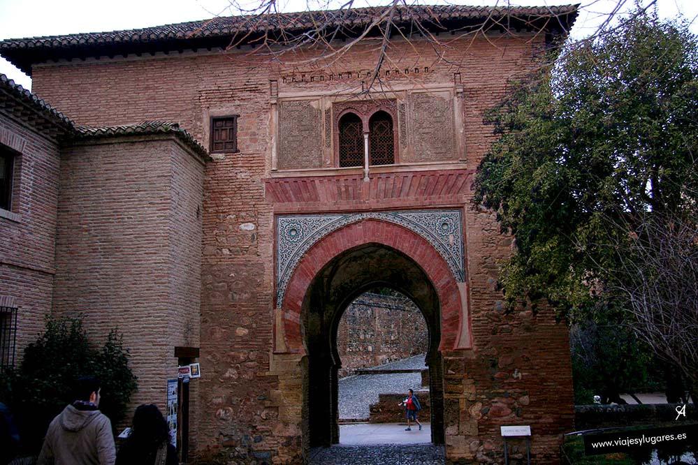 Puerta del Vino en la Alhambra de Granada