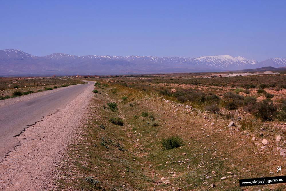 La carretera La Interminable, el Atlas, atrás