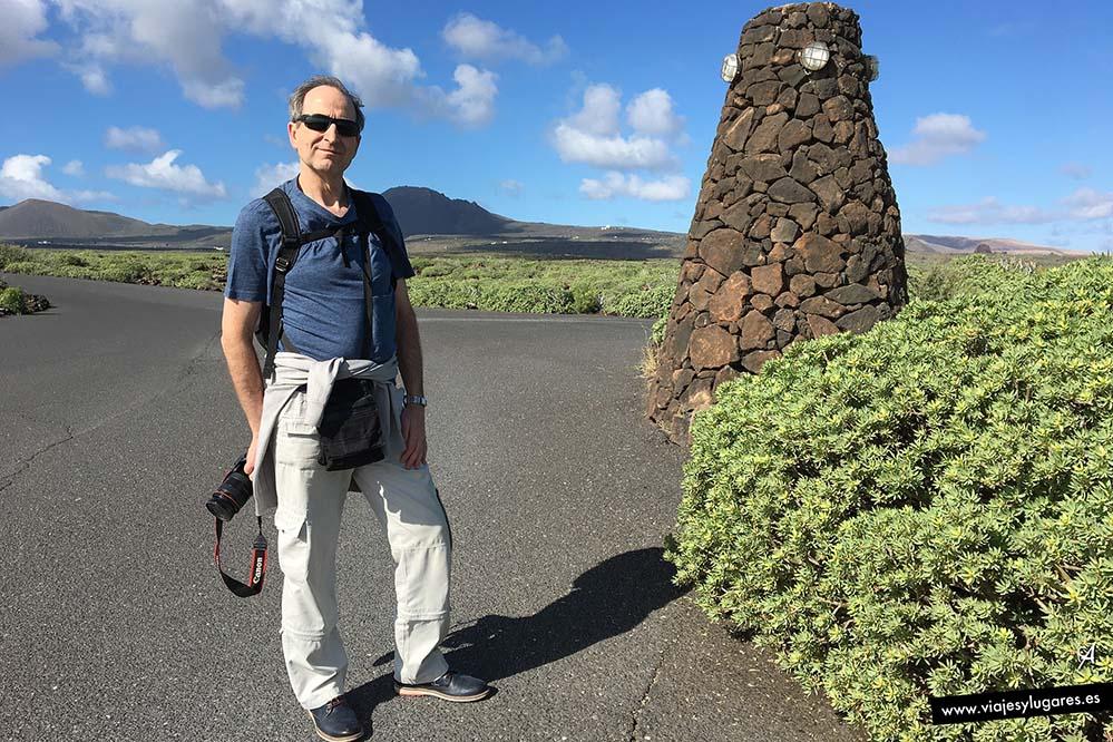 En el paisaje el verde se mezcla con la piedra volcánica