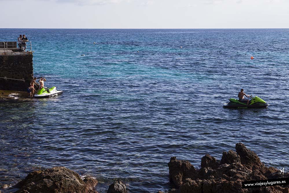 En Punta Mujeres también se practica el surf... pero para expertos, porque las olas son fuertes.