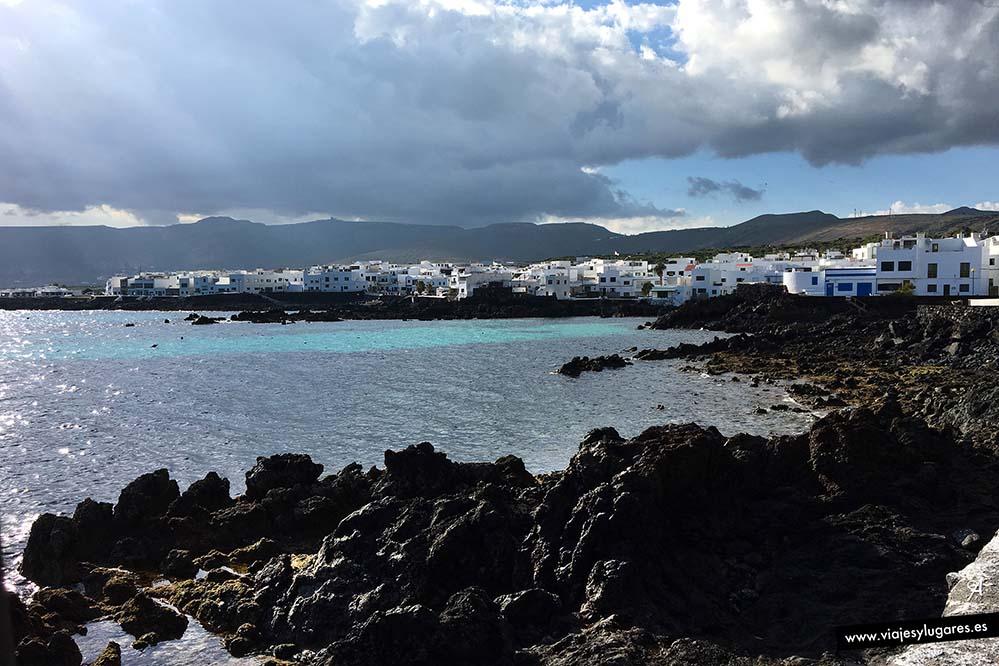 Punta Mujeres y Arrieta están unidos por un paseo marítimo