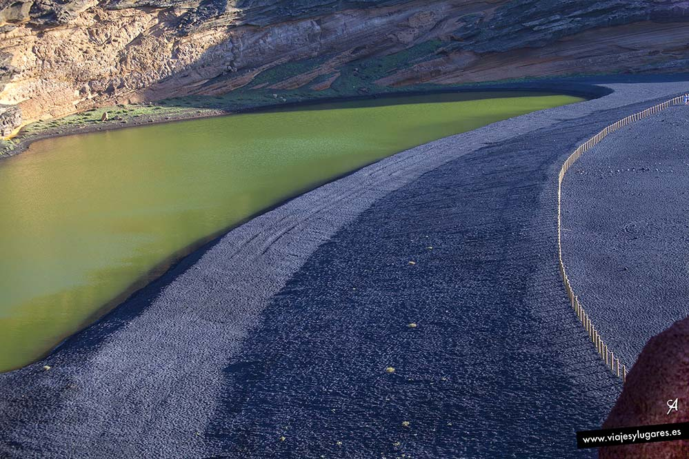 El impresionante color verde esmeralda de este famoso lago