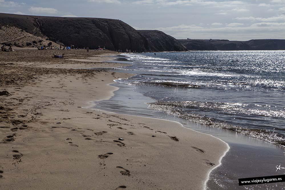 Las calas se suceden, y esta playa Mujeres es espectacular.