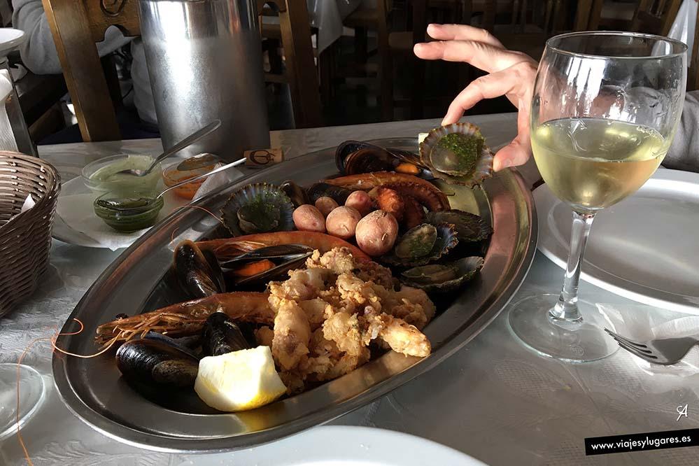 No te pierdas su gastronomía de mar... y sus vinos