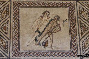 Dionisio, el dios de la vendimia, ebrio, y Ampelos
