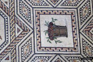 Cesta con frutos. Mosaico de Dionisos