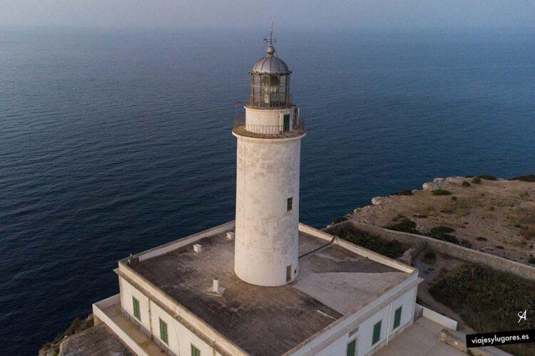 Amanecer en el Faro de la La Mola, Formentera